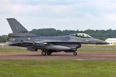 Flygplan för stråle för kunglig nederländsk falk för flygvapenKoninklijke Luchtmacht General Dynamics F-16AM stridighet militärt  Royaltyfri Foto