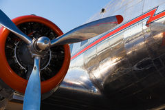 Flygplan för tappning DC-3 Royaltyfri Foto