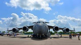 Flygplan för transport för C-17 Globemaster III för U.S.A.F. Boeing militärt på skärm på Singapore Airshow Arkivfoto