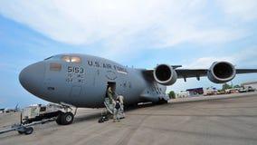 Flygplan för transport för C-17 Globemaster III för U.S.A.F. Boeing stort militärt på skärm på Singapore Airshow Royaltyfri Foto