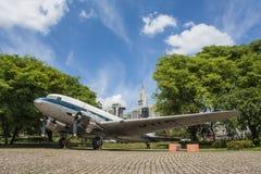 Flygplan i det Catavento museet - São Paulo - Brasilien arkivfoton