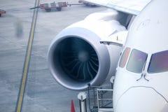 Flygplan i flygplats Arkivfoton