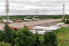 Flygplan i flygplats Arkivbilder