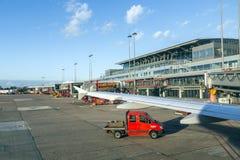 Flygplan i Hamburg på terminal 2 Royaltyfria Foton