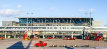 Flygplan i Hamburg på terminal 2 Arkivfoto