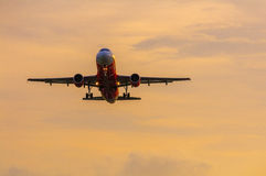 Flygplan i luften Arkivfoton