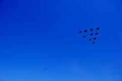 Flygplan i luften Arkivbild