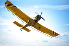 Flygplan i rött och orange Arkivbilder