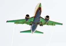 Flygplan i skyen Royaltyfri Fotografi