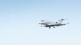 Flygplan i skyen Royaltyfria Bilder