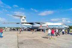 Flygplan IL-76MD på den öppna dagen på flygplatsen Migalovo Arkivfoto