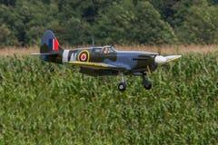 Flygplan - modell Aircraft - konstflygning för låg vinge Arkivfoto