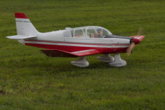 Flygplan - modell Aircraft - konstflygning för låg vinge Arkivbild