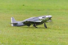 Flygplan - modell Aircraft - konstflygning för låg vinge Arkivfoton