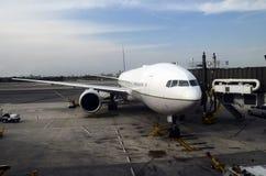 Flygplan- och flygplatssikt Arkivbilder