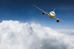 Flygplan ovanför himmel Arkivbild