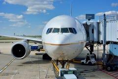 Flygplan på den Chicago flygplatsen Royaltyfri Bild