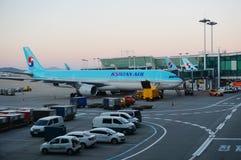 Flygplan på ICN Incheon för internationell flygplats i Seoul, Sydkorea Royaltyfria Foton