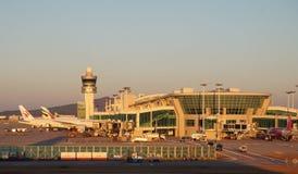 Flygplan på ICN Incheon för internationell flygplats i Seoul, Sydkorea Royaltyfri Fotografi