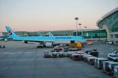 Flygplan på ICN Incheon för internationell flygplats i Seoul, Sydkorea Royaltyfri Bild