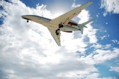 Flygplan på Maho Bay i St Maarten/St Martin Royaltyfri Foto