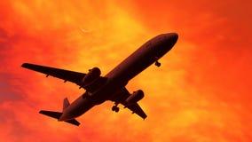 Flygplan på solnedgången Royaltyfri Bild