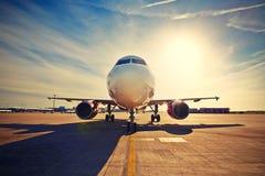 Flygplan på soluppgången Royaltyfri Foto