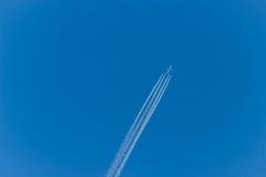Flygplan på skyen Royaltyfria Bilder