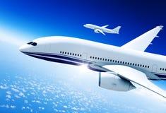 Flygplan som är mitt- i luften Royaltyfri Bild