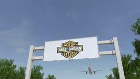 Flygplan som flyger över advertizingaffischtavlan med Harley-Davidson, Inc logo Redaktörs- tolkning 3D Arkivfoton