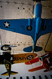 flygplan som hänger det historiska militära museet Arkivfoto