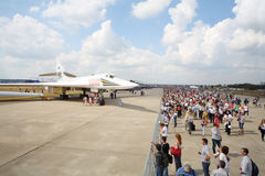 Flygplan Valentine Blyznyuk och åskådare Royaltyfria Foton