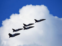Flygplan Yak-130 i flykten Arkivfoton