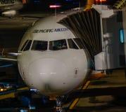 Flygplananslutning p? Tan Son Nhat Airport fotografering för bildbyråer