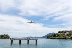 flygplanbarn som tecknar passagerare s arkivbilder