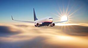 flygplanbarn som tecknar passagerare s Landskapet med det stora vita flygplanet flyger fotografering för bildbyråer