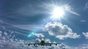 Flygplanet flyga iväg blå himmel för den soliga dagen öglasvideo, Time-schackningsperiod stock video