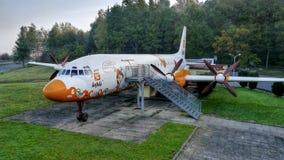 Flygplanet Ilyushin Il-18 som ändras till restaurangen Arkivfoto
