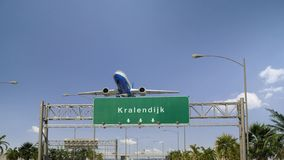 Flygplanet tar av Kralendijk royaltyfri fotografi