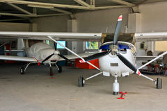 flygplanhangar Arkivfoton