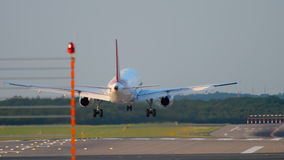 Flygplanlandning i Dusseldorf stock video