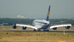 Flygplanlandning i Frankfurt stock video