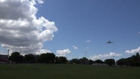 Flygplanlandning på flygplatslandningsbanan, nivåer lager videofilmer