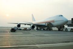 flygplanlast som fyller på till Royaltyfri Bild