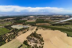 Flygplansikt av jordområdet, når att ha tagit av från den Las Dunas flygplatsen royaltyfri fotografi