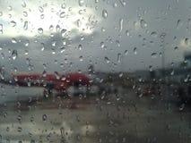 Flygplansikt på en regnig dag Royaltyfri Fotografi