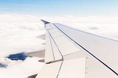 Flygplansikt på moln Arkivbilder