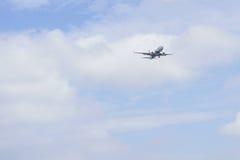 Flygplanslandning Arkivbild