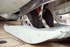 Flygplansnö skidar kugghjulet Arkivbilder