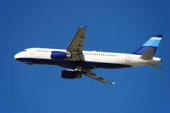 flygplanstråle som är modern av att ta för passagerare fotografering för bildbyråer